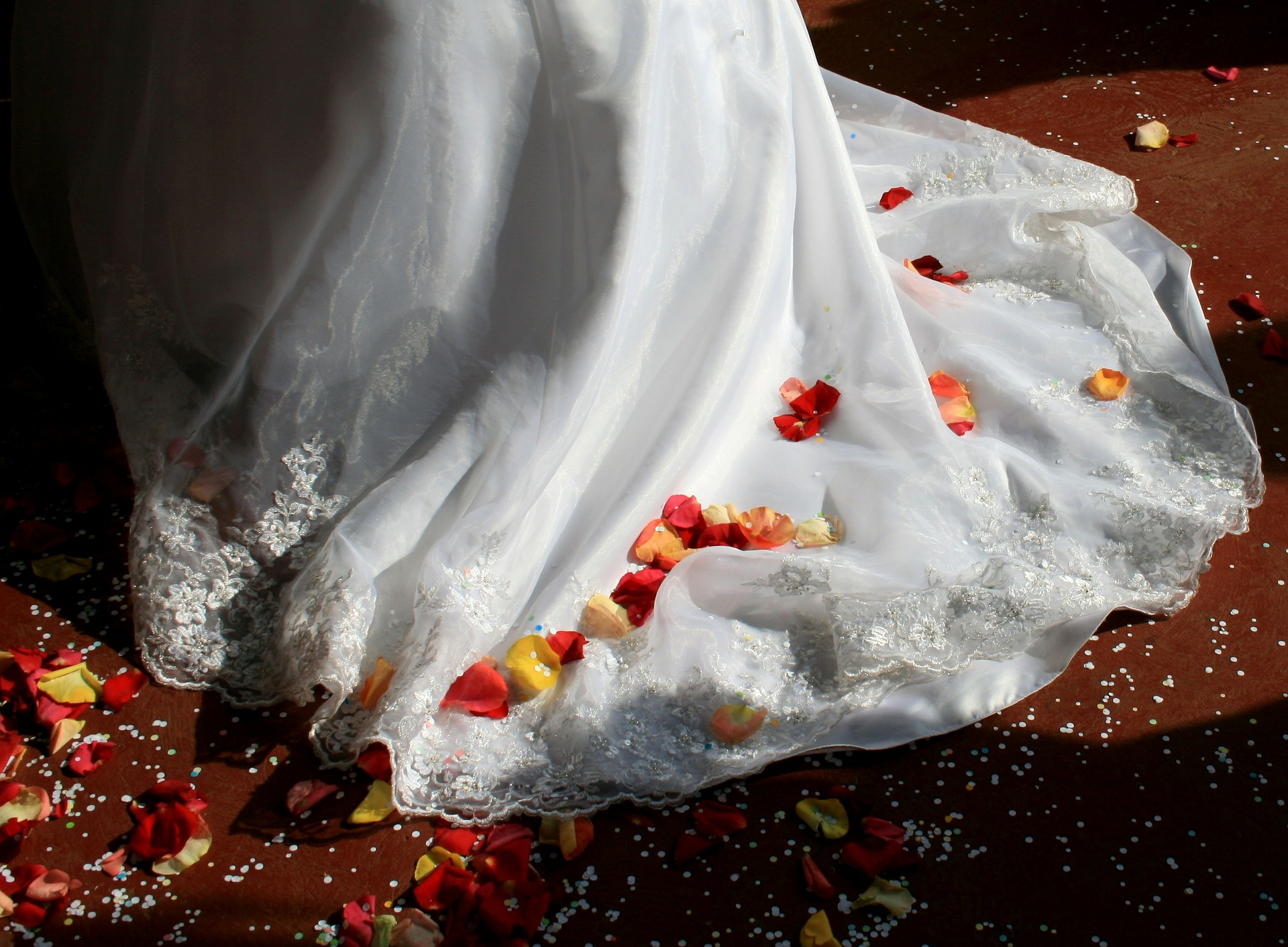 wedding-dress-168979_1920